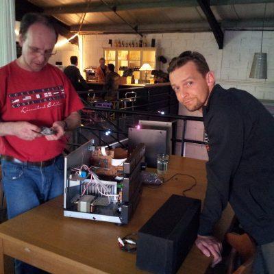 Vincent répare une chaîne hi-fi