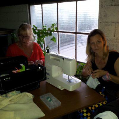 Anne et Fleur à la couture